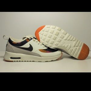 Good used condition Nike Thea size 5